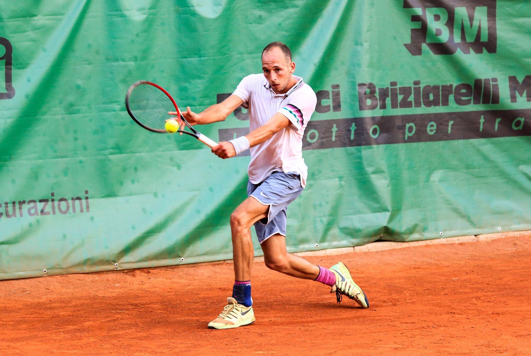 Allo Junior Tennis Perugia la prima testa di serie supera Burruchaga junior, il riccionese sconfigge la seconda testa di serie Galarza