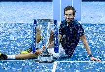 """Le ATP Finals di Londra si aprono e chiudono con un vincitore russo: Daniil Medvedev """"Ringrazio molto Nikolay Davydenko per essere stato un'ispirazione per me e per molti bambini che amano il tennis nel nostro paese"""""""