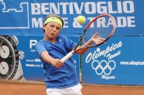 Il romano Daniele Minighini, classe 2004, ha dato il primo punto all'Italia maschile con il suo 7-5 6-0 all'israeliano Vladimir Bazilievsky  - Foto Alvaro Maffeis