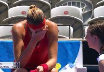 """La crisi senza fine di Kristina Mladenovic. A Sydney arriva la 14 esima sconfitta e questa volta per un colpo di calore: """"C'erano 43 gradi e probabilmente 50 in campo quando ho iniziato la partita"""" (Video)"""