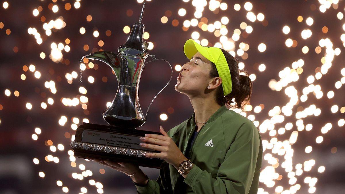 Muguruza alza il trofeo di Dubai