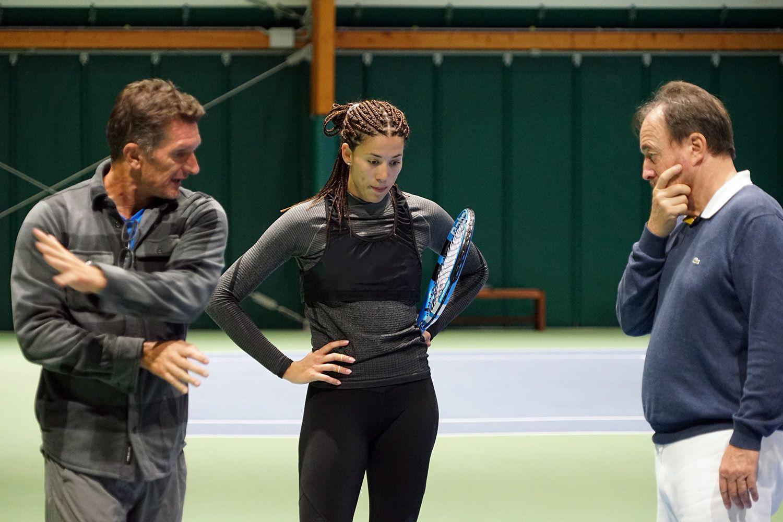 Garbine Muguruza e il suo coach Sam Sumyk al lavoro con Riccardo Piatti, sui campi del Piatti Tennis Center di Bordighera