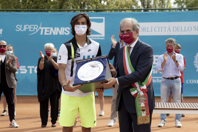 Lorenzo Musetti e il sindaco di Forlì Gian Luca Zattini - Foto Marta Magni/MEF Tennis Events