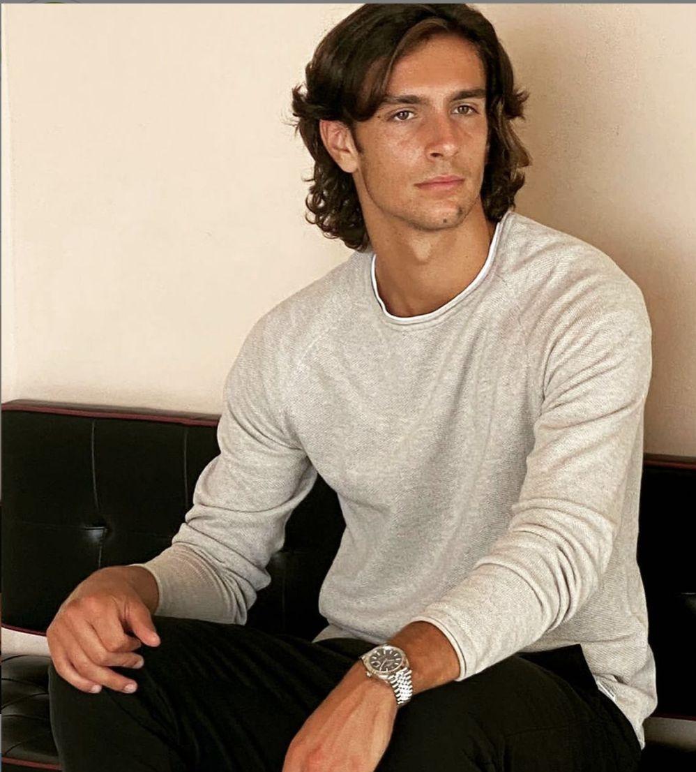 Lorenzo Musetti posa per Rolex