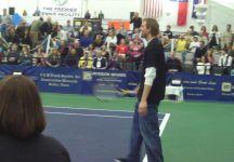 Dirk Nowitzki impegnato in un evento di esibizione durante il Challenger di Irving