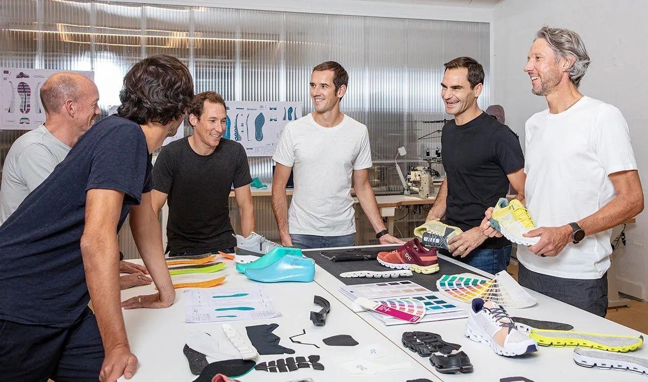 Federer al lavoro con i tecnici di On Running