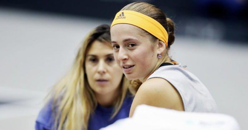 Jelena Ostapenko nella foto con Marion Bartoli