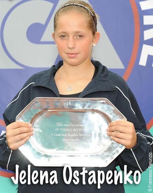 La foto della Ostapenko col trofeo dell'Avvenire 2011