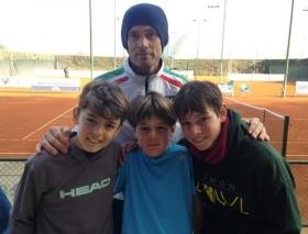 Il maestro Francesco Paduano con gli allievi Nicolò Paduano (under 12), Valerio Persio Pennesi (under 8) e Francesco Persio Pennesi (under 12) - Foto Nizegorodcew
