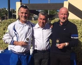 Alberto Paris (a destra) e Johny Goudenbour premiati a Marbella dal leggendario campione spagnolo Manolo Santana