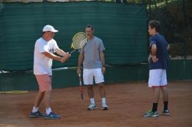 Piatti al lavoro con i giovani e i loro coach sui campi del Bordighera Lawn Tennis Club