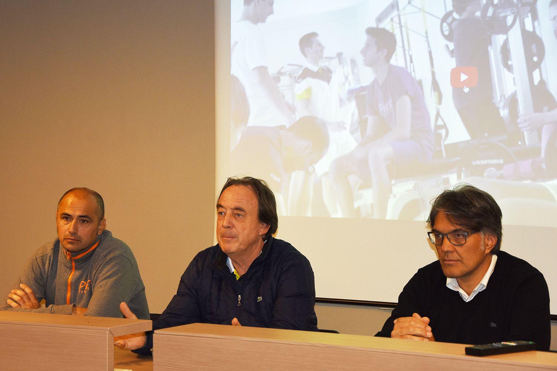 Riccardo Piatti, al centro, con Cristian Brandi e il presidente del Piatti Tennis Center Michele Bozzetti
