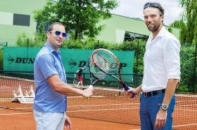 L'allenatore di Ivo Karlovic, Petar Popovic ha criticato gli organizzazitori del torneo di Halle.
