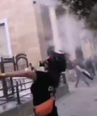 Un modello di racchetta di Roger Federer usato nelle proteste in Libano (Video)