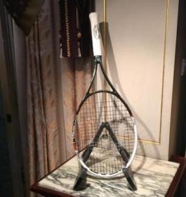 Una racchetta di Novak Djokovic è stata venduta per 60 mila euro