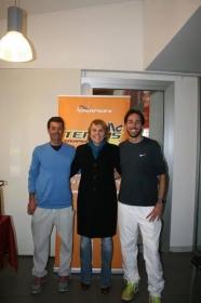 Nella foto Raffaella Reggi con i maestri di tennis