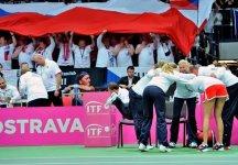"""Fed Cup Semifinale – Rep. Ceca vs Italia 4-1 – Resoconto Seconda giornata: Sara Errani fa il """"punto della bandiera"""", il doppio azzurro si ritira nel primo set. Rep. Ceca in finale"""
