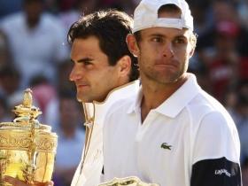 Andy Roddick e Roger Federer nella foto