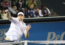 """Andy Roddick batte Kei Nishikori in un match di esibizione disputato a Tokyo. Nishikori svela """"Quando torno qui è una situazione un po' strana. Devo solitamente indossare un cappello e degli occhiali altrimenti non posso camminare per strada"""""""