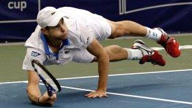 Con il suo tuffo, Andy Roddick ha vinto letteralmente il torneo ATP di Memphis.