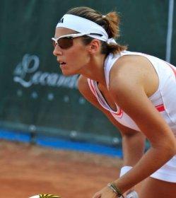 Lisa Sabino, Svizzera di nascita e habitué del circuito Itf, oggi vive e si allena a Roma. È il nuovo acquisto del club La Ferratella, a caccia della promozione in A1