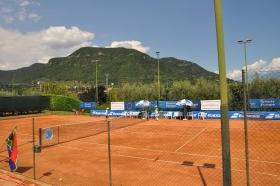 Il campo centrale del Tc Due Pini di Salò, da domani sede della Nation Cup - Lampo Trophy