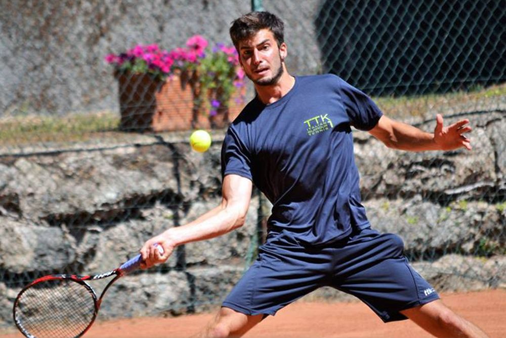 Tommaso Schold, 18 anni da Nugola (Collesalvetti, provincia di Livorno), studia e gioca a tennis alla Columbus State University, in Georgia