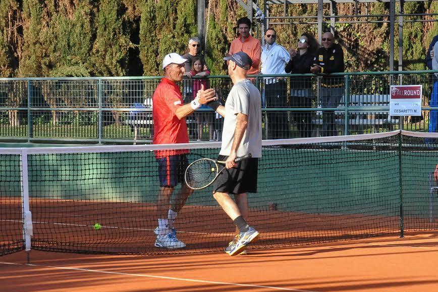 Nella foto la stretta di mano tra Massimiliano Pace e Marco Cesaretti - Foto Roberto Di Tondo