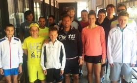 Seppi e Sartori (al centro) con i ragazzi altoatesini presenti al Bordighera Lawn Tennis Club - (foto BLTC)