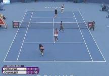 Video del Giorno: Serena Williams distrugge la racchetta dopo aver commesso un doppio fallo sul match point