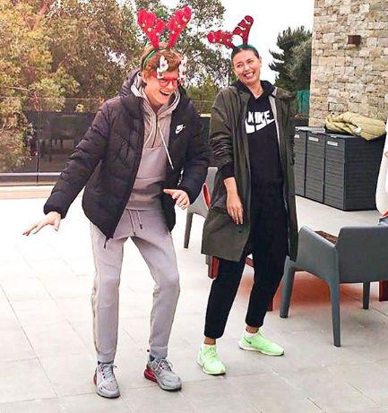 Jannik Sinner e Maria Sharapova in una foto di prima dello scorso Natale