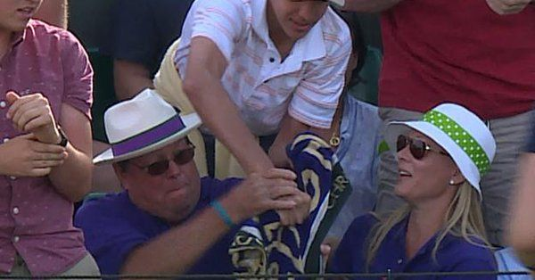 Wimbledon: Jack Sock e l'asciugamano conteso (Video)