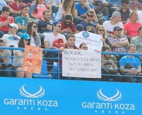 Uno spettatore chiede una richiesta impossibile a Roger Federer