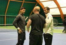 Novak Djokovic si allena con i suoi due allenatori