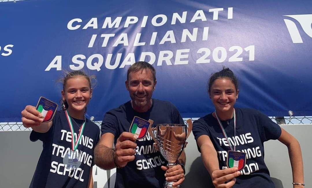 Ginevra Batti e Jasmine De Magistris vincono lo scudetto a squadre sconfiggendo in finale il play Pisana di Roma