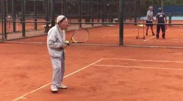 Artyn Elmayan 100 anni e l'amore per il tennis (Video)
