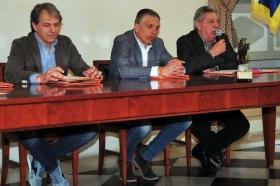 Da sinistra Michele Morrica (Mizuno), Stefano Ponzano (Amministratore Monviso Sporting Club) e Pierangelo Frigerio (Presidente FIT Piemonte) - Foto Mario Sofia