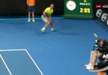 Video del Giorno: James Keothavong prende una pallata in testa (involontariamente)