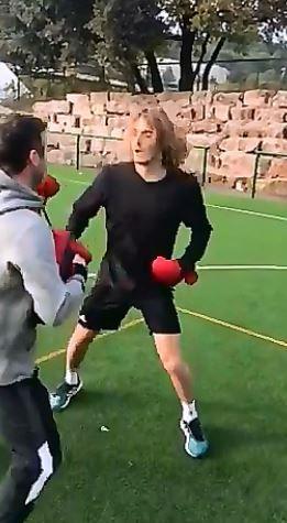 Alex De Minaur e Stefanos Tsitsipas e gli allenamenti di Boxe