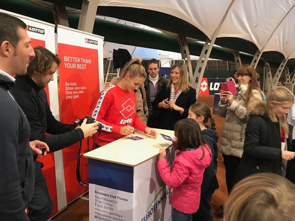 E' stato un sabato speciale per i ragazzi della scuola tennis Eurotennis Club Treviso che oggi, 15 dicembre, ha ospitato la testimonial Lotto e tennista numero 27 al mondo Lesia Tsurenko.
