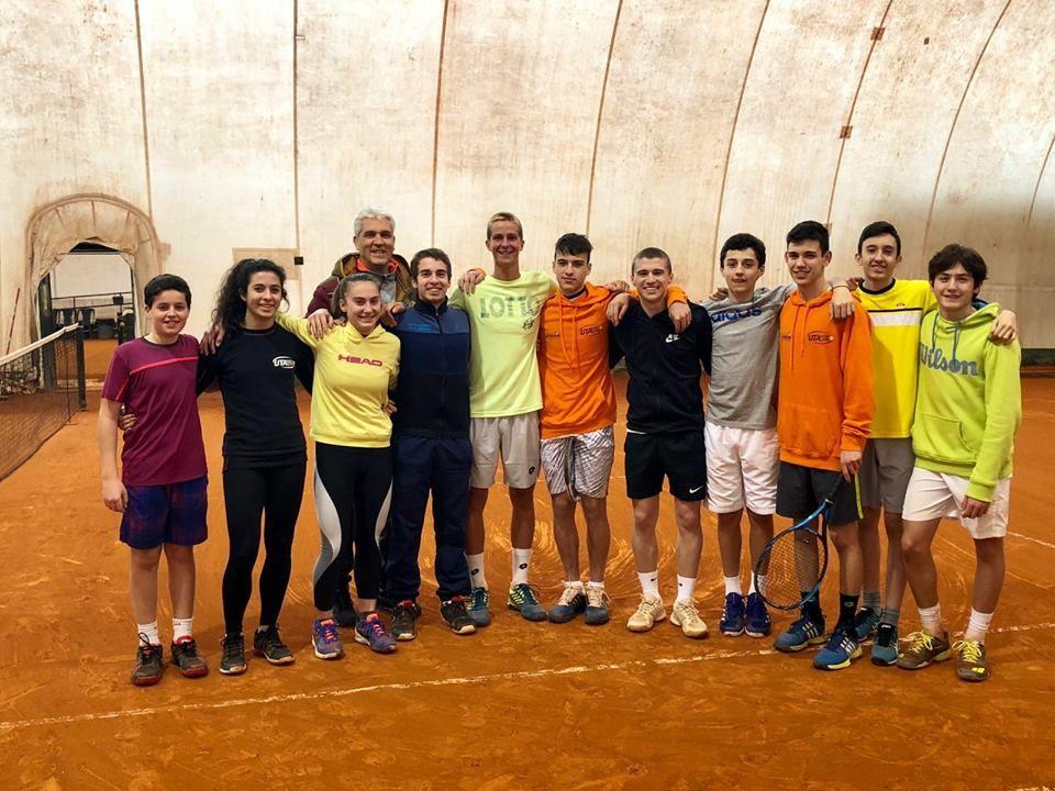 dell'Urbinati Tennis Academy, molti dei quali parteciperanno al torneo, insieme a Michele Vianello, promessa ravennate ora seguito dalla Federazione che qualche giorno fa è tornato ad allenarsi nel circolo dove è cresciuto.