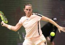 Roberta Vinci esce al primo turno del Wta International di Budapest. Successo per Aliaksandra Sasnovich in due set.