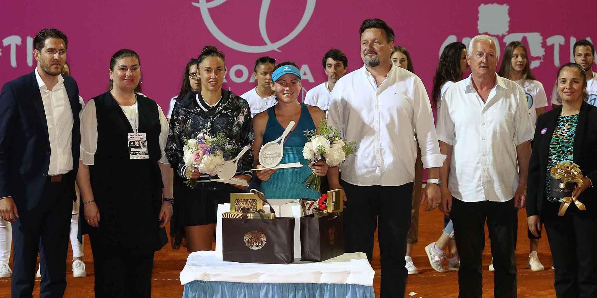 La premiazione della quarta edizione del Croatia Bol Open, vinto dalla slovena Tamara Zidansek, numero 59 WTA